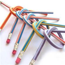 E016韩国创意文具18CM小学生奖品弯曲笔al折不断软铅笔